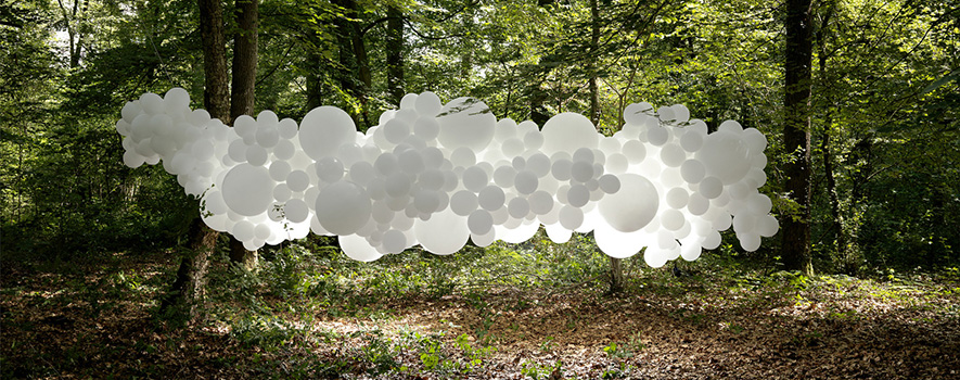 Invasions, Balloons installation by Charles Pétillon