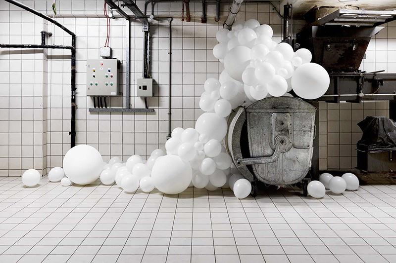 Invasions Project, Balloons installation by Charles Pétillon